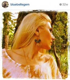<h5>Nicole</h5><p>Nicole wears Surfer Girl Jewelry Tahitian pearl and sunrise shell clip on earrings. &#039;Gorgeous earrings!&#039; ~ Nicole</p>