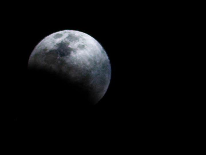 PC: Steven Broschat from Kihei, Maui -April 15 2014 Blood Moon